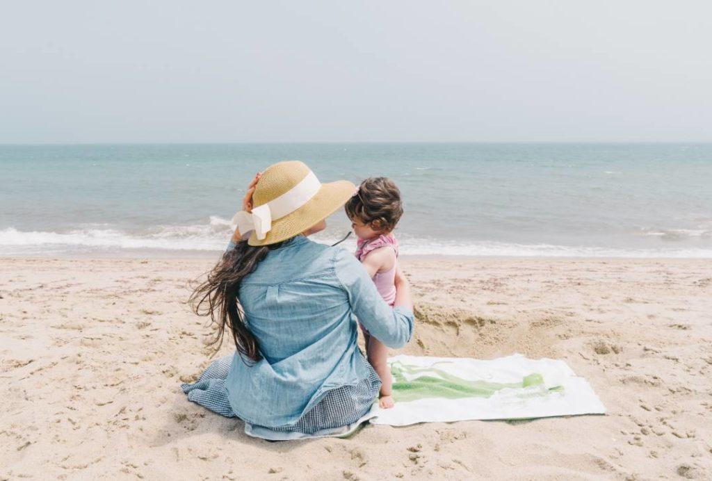 子どもと海に