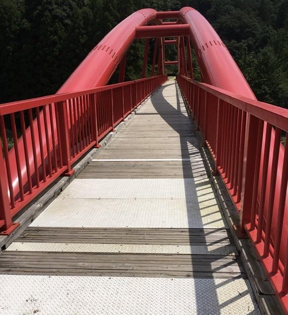 目印の赤い橋